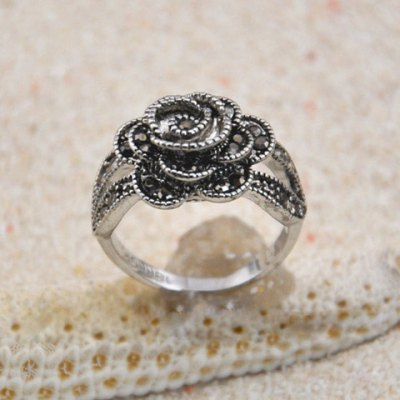 Vintage Chic Diamante Solid Rose Embellished Alloy Ring For WomenRings<br>Vintage Chic Diamante Solid Rose Embellished Alloy Ring For Women<br><br>Gender: For Women<br>Metal Type: Others<br>Style: Classic<br>Shape/Pattern: Floral<br>Diameter: 1.7CM<br>Weight: 0.050KG<br>Package Contents: 1 x Ring