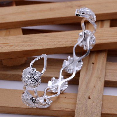 Charming Seven Rose Bracelet For Women