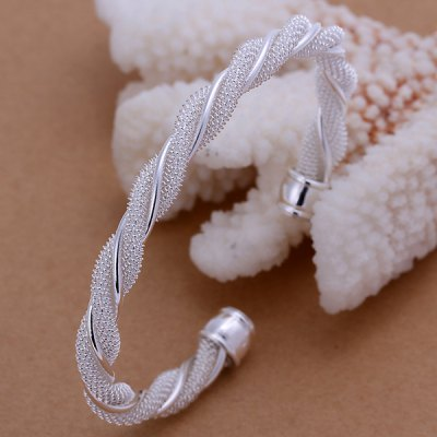 Sweet Twist Style Bracelet For Women