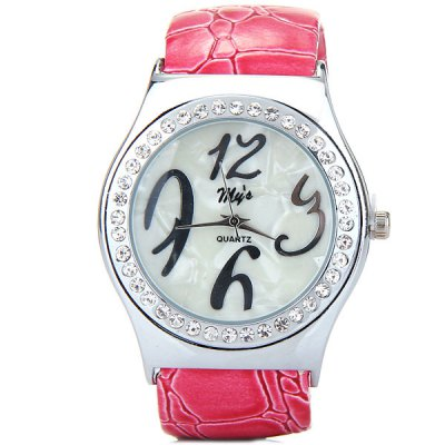 Myi Female Quartz Bracelet Wrist Watch Leather + Steel Band Round DialWomens Watches<br>Myi Female Quartz Bracelet Wrist Watch Leather + Steel Band Round Dial<br><br>Watches categories: Female table<br>Available color: Pink, Red, Brown<br>Style : Fashion&amp;Casual<br>Movement type: Quartz watch<br>Shape of the dial: Circular<br>Display type: Analog<br>Case material: Alloy<br>Band material: Leather and steel<br>Clasp type: Conjoined clasp<br>The dial thickness: 0.9 cm / 0.4 inches<br>The dial diameter: 3.7 cm / 1.5 inches<br>The band width: 2.1 cm / 0.8 inches<br>Product weight: 0.053 kg<br>Product size (L x W x H) : 5.9 x 4.9 x 3.9 cm / 2.3 x 1.9 x 1.2 inches  18.2 cm (outer perimeter)<br>Package contents: 1 x Watch