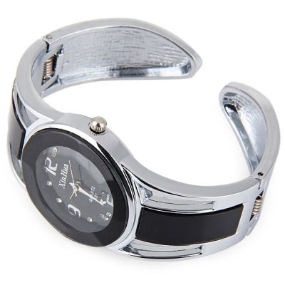 Xinhua 681 Bracelet Pattern Female Quartz WatchWomens Watches<br>Xinhua 681 Bracelet Pattern Female Quartz Watch<br><br>Available Color: Black,Blue,Navy<br>Band material: Stainless Steel<br>Case material: Stainless Steel<br>Clasp type: Folding clasp with safety<br>Display type: Analog<br>Movement type: Quartz watch<br>Package Contents: 1 x Watch<br>Package size (L x W x H): 7.00 x 7.00 x 4.00 cm / 2.76 x 2.76 x 1.57 inches<br>Package weight: 0.1000 kg<br>Product weight: 0.0460 kg<br>Shape of the dial: Round<br>Style: Stainless Steel, Bracelet<br>The band width: 2.2 cm / 0.87 inches<br>The bottom of the table: Ordinary<br>The dial diameter: 3 cm / 1.18 inches<br>The dial thickness: 0.6 cm / 0.24 inches<br>Watches categories: Female table