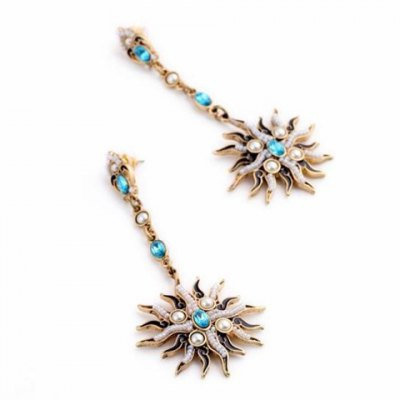 Pair of Stylish Floral Shape Faux Pearl Decorated Earrings For WomenEarrings<br>Pair of Stylish Floral Shape Faux Pearl Decorated Earrings For Women<br><br>Earring Type: Drop Earrings<br>Gender: For Women<br>Material: Pearl<br>Style: Trendy<br>Shape/Pattern: Floral<br>Length: 10CM<br>Weight: 0.060KG<br>Package Contents: 1 x Earring(Pair)