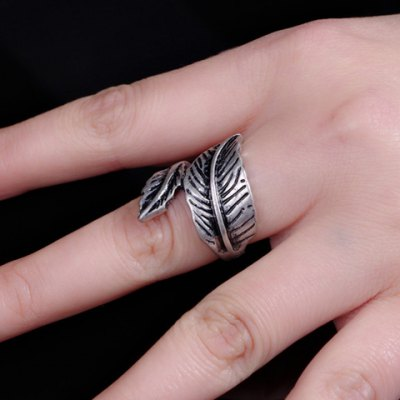 Vintage Asymmetric Leaf Shape Womens RingRings<br>Vintage Asymmetric Leaf Shape Womens Ring<br><br>Gender: For Women<br>Metal Type: Alloy<br>Style: Classic<br>Shape/Pattern: Others<br>Diameter: 1.7CM<br>Weight: 0.051KG<br>Package Contents: 1 x Ring