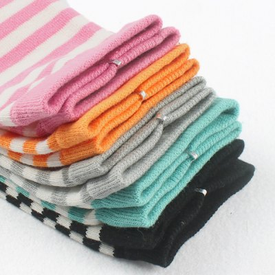 Pair of Chic Stripe and Cartoon Pattern Separate Toe Mid-calf Knitted Socks For Women от GearBest.com INT