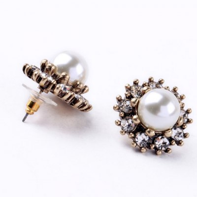 Pair of Chic Rhinestone Faux Pearl Flower Earrings For WomenEarrings<br>Pair of Chic Rhinestone Faux Pearl Flower Earrings For Women<br><br>Earring Type: Stud Earrings<br>Gender: For Women<br>Material: Rhinestone<br>Style: Trendy<br>Shape/Pattern: Floral<br>Length: 2.5CM<br>Weight: 0.050KG<br>Package Contents: 1 x Earring(Pair)