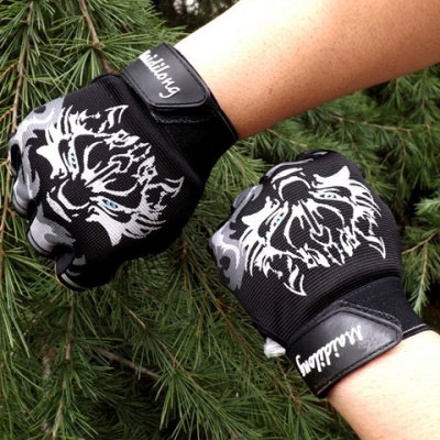 Pair of Stylish Wolf Head Pattern Outdoor Fingerless Gloves For Men