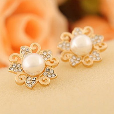 Pair of Charming Flower Rhinestone Faux Pearl Stud Earrings For WomenEarrings<br>Pair of Charming Flower Rhinestone Faux Pearl Stud Earrings For Women<br><br>Earring Type: Stud Earrings<br>Gender: For Women<br>Material: Rhinestone<br>Style: Trendy<br>Shape/Pattern: Floral<br>Length: 1.8CM<br>Weight: 0.040KG<br>Package Contents: 1 x Earring(Pair)
