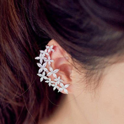 Pair of Delicate Rhinestone Flower Asymmetric Design Earrings For WomenEarrings<br>Pair of Delicate Rhinestone Flower Asymmetric Design Earrings For Women<br><br>Earring Type: Stud Earrings<br>Gender: For Women<br>Material: Rhinestone<br>Style: Trendy<br>Shape/Pattern: Floral<br>Length: 5CM<br>Weight: 0.050KG<br>Package Contents: 1 x Earring(Pair)
