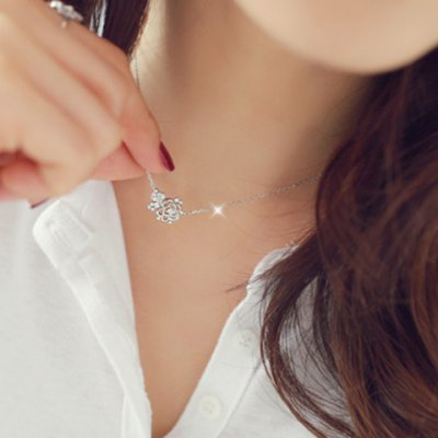 Chic Rhinestone Hollow Out Rose Flower Necklace For Women