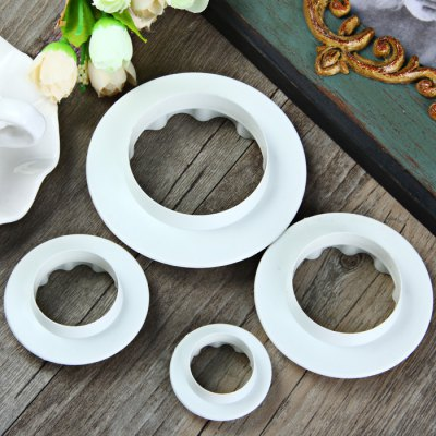 4Pcs Round Wave Edge Cake MoldCake Molds<br>4Pcs Round Wave Edge Cake Mold<br><br>Color: White<br>Material: Plastic<br>Package Contents: 4 x Cake Mold<br>Package size (L x W x H): 17 x 23 x 3 cm / 6.68 x 9.04 x 1.18 inches<br>Package weight: 0.100 kg<br>Product size (L x W x H): 9 x 9 x 2 cm / 3.54 x 3.54 x 0.79 inches<br>Product weight: 0.032 kg<br>Type: Cake Mold