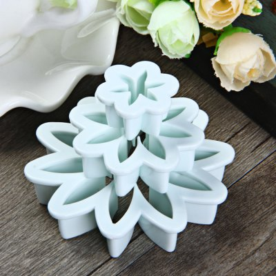 3Pcs Marguerite Shape Cake MoldCake Molds<br>3Pcs Marguerite Shape Cake Mold<br><br>Color: White<br>Material: Plastic<br>Package Contents: 3 x Cake Mold<br>Package size (L x W x H): 10 x 21 x 3 cm / 3.93 x 8.25 x 1.18 inches<br>Package weight: 0.050 kg<br>Product size (L x W x H): 7.3 x 7.3 x 1.5 cm / 2.87 x 2.87 x 0.59 inches<br>Product weight: 0.020 kg<br>Type: Cake Mold