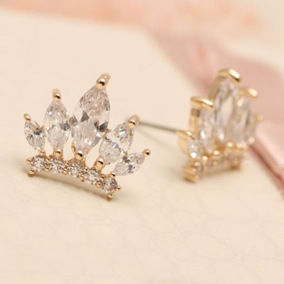 Pair of Dazzling Crown Shape Rhinestone Earrings For WomenEarrings<br>Pair of Dazzling Crown Shape Rhinestone Earrings For Women<br><br>Earring Type: Stud Earrings<br>Gender: For Women<br>Material: Rhinestone<br>Style: Classic<br>Shape/Pattern: Crown<br>Length: 1.2CM<br>Weight: 0.06KG<br>Package Contents: 1 x Earring(Pair)