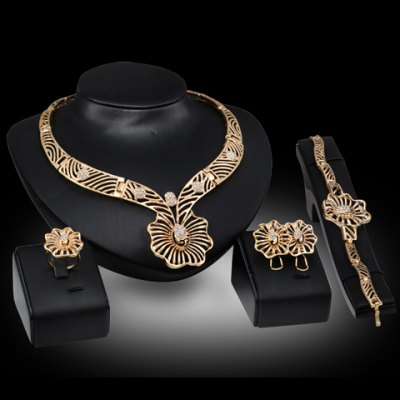 A Suit of Filagree Floral Shape Jewelry Set