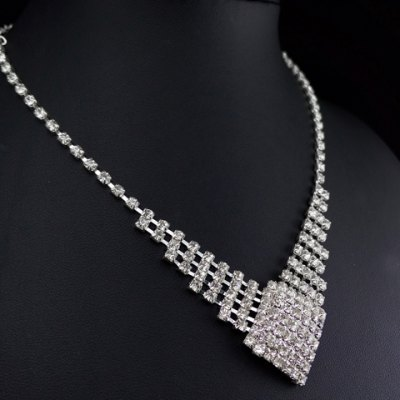 A Suit of Graceful Solid Color Rhinestoned Hollow Out Necklace and Earrings For Women