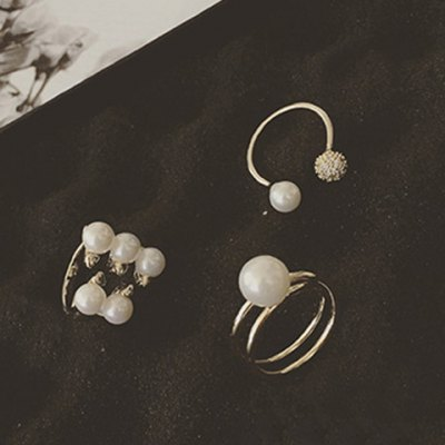A Suit of Graceful Faux Pearl Rings For WomenRings<br>A Suit of Graceful Faux Pearl Rings For Women<br><br>Gender: For Women<br>Metal Type: Alloy<br>Style: Classic<br>Shape/Pattern: Others<br>Diameter: 1.7CM<br>Weight: 0.08KG<br>Package Contents: 3 x Ring