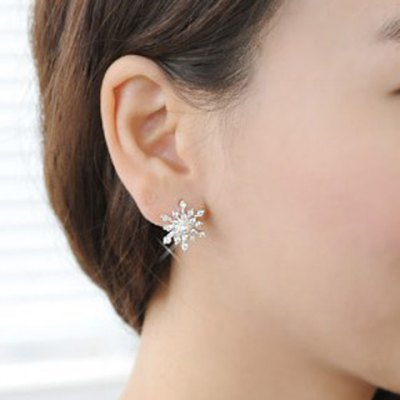 Pair of Stunning Faux Pearl Rhinestoned Star Shape Earrings For WomenEarrings<br>Pair of Stunning Faux Pearl Rhinestoned Star Shape Earrings For Women<br><br>Earring Type: Stud Earrings<br>Gender: For Women<br>Style: Trendy<br>Shape/Pattern: Star<br>Length: 2CM<br>Weight: 0.03KG<br>Package Contents: 1 x Earring(Pair)