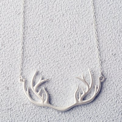 Sweet Solid Color Antler Shape Pendant Necklace For WomenNecklaces &amp; Pendants<br>Sweet Solid Color Antler Shape Pendant Necklace For Women<br><br>Item Type: Pendant Necklace<br>Gender: For Women<br>Style: Trendy<br>Shape/Pattern: Animal<br>Length: 45CM-50CM<br>Weight: 0.100KG<br>Package Contents: 1 x Necklace