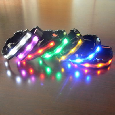 LED Shining Pet Collar Neck ChainDog Collars &amp; Leads<br>LED Shining Pet Collar Neck Chain<br><br>For: Others, Cats, Dogs<br>Type: Collars<br>Material: Nylon<br>Functions: Adjustable, LED Lights<br>Size: L, M<br>Season: All Seasons<br>Color: White, Blue<br>Product weight   : 0.088 kg<br>Package weight   : 0.155 kg<br>Package size (L x W x H)  : 32 x 6 x 2 cm / 12.58 x 2.36 x 0.79 inches<br>Package Contents: 1 x Pet Collar, 2 x CR2032 Button Battery