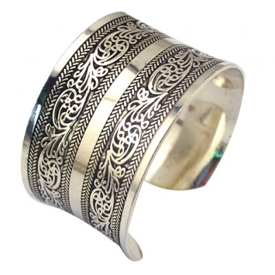 Vintage Carving Pattern Cuff Bracelet For Women