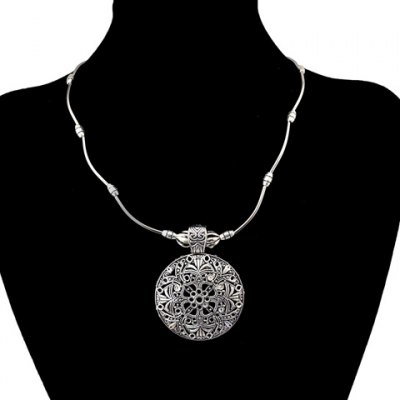 Vintage Carving Floral Pattern Hollow Out Round Pendant Necklace For Women