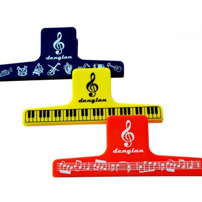 Music Clip Staff Page Clip with Music PatternGuitar Parts<br>Music Clip Staff Page Clip with Music Pattern<br><br>Type: Music Clip<br>Size: 15 x 5.8cm<br>Package weight: 0.16 kg<br>Package size (L x W x H) : 16 x 7 x 7 cm / 6.29 x 2.75 x 2.75 inches<br>Package Contents: 1 x Music Clip