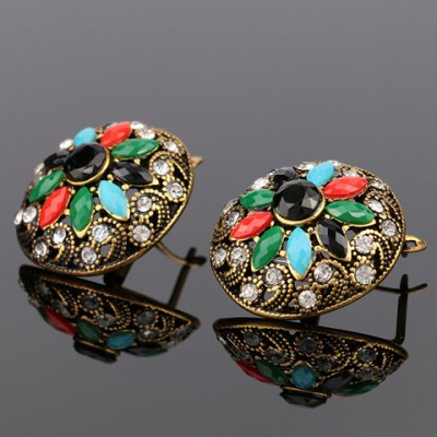 Pair of Chic Rhinestone Floral Hollow Out Earrings For WomenEarrings<br>Pair of Chic Rhinestone Floral Hollow Out Earrings For Women<br><br>Earring Type: Stud Earrings<br>Gender: For Women<br>Style: Trendy<br>Shape/Pattern: Floral<br>Length: 2.4CM<br>Weight: 0.063KG<br>Package Contents: 1 x Earring (Pair)