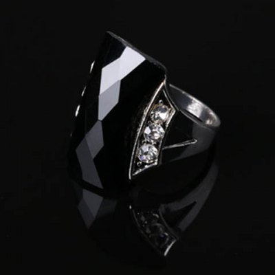 Vintage Rhinestone Geometric Ring For MenRings<br>Vintage Rhinestone Geometric Ring For Men<br><br>Gender: For Men<br>Metal Type: Alloy<br>Style: Trendy<br>Shape/Pattern: Geometric<br>Diameter: 1.8CM<br>Weight: 0.028KG<br>Package Contents: 1 x Ring