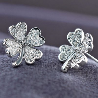 Фотография A Suit of Exquisite Rhinestoned Four Leaf Clover Necklace and Earrings For Women