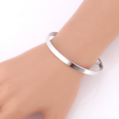 Chic Solid Color Round Bracelet For WomenBracelets &amp; Bangles<br>Chic Solid Color Round Bracelet For Women<br><br>Item Type: Chain &amp; Link Bracelet<br>Gender: For Women<br>Chain Type: Link Chain<br>Style: Trendy<br>Shape/Pattern: Round<br>Length: 6.5CM (Diameter)<br>Weight: 0.060KG<br>Package Contents: 1 x Bracelet