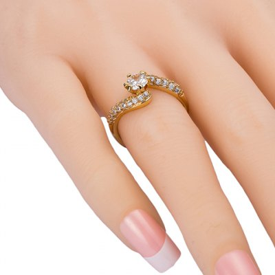 Exquisite Prong Setting Rhinestone Decorated Ring For WomenRings<br>Exquisite Prong Setting Rhinestone Decorated Ring For Women<br><br>Gender: For Women<br>Material: Rhinestone<br>Metal Type: Copper<br>Style: Trendy<br>Shape/Pattern: Others<br>Diameter: 1.7CM<br>Weight: 0.021KG<br>Package Contents: 1 x Ring