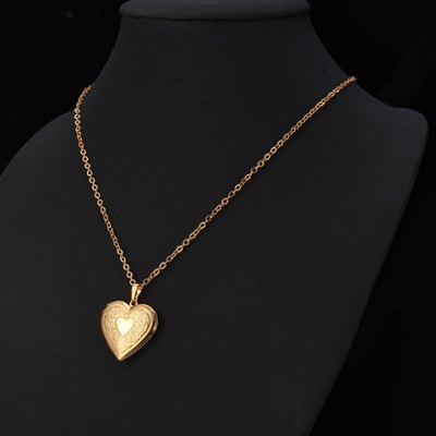 Vintage Heart Shape Locket Necklace For WomenNecklaces &amp; Pendants<br>Vintage Heart Shape Locket Necklace For Women<br><br>Item Type: Pendant Necklace<br>Gender: For Women<br>Style: Trendy<br>Shape/Pattern: Heart<br>Length: 55CM<br>Weight: 0.065KG<br>Package Contents: 1 x Necklace