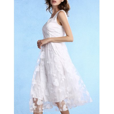 Scoop Neck Sleeveless White Fitting Lace Dress