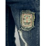 Frayed Patch Design Scratched Zipper Fly Tapered Jeans photo