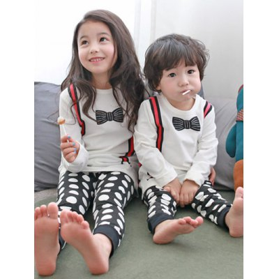Kids Polka Dot Long Sleeve PajamasGirls Clothing<br>Kids Polka Dot Long Sleeve Pajamas<br><br>Type: Pajamas sets<br>Material: Polyester<br>Sleeve Length: Long Sleeves<br>Pattern Type: Polka Dot<br>Season: Fall,Spring,Winter<br>Weight: 0.263kg<br>Package Contents: 1 x T-Shirt   1 x Pants
