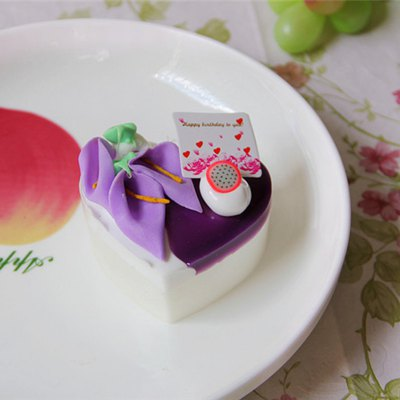 PU Simulation Heart Cake Model Squishy ToySquishy toys<br>PU Simulation Heart Cake Model Squishy Toy<br><br>Features: Soft<br>Materials: PU<br>Package Contents: 1 x Simulation Cake<br>Products Type: Squishy Toy<br>Shape/Pattern: Food<br>Size(CM): 7*7*5cm<br>Weight: 0.0490kg