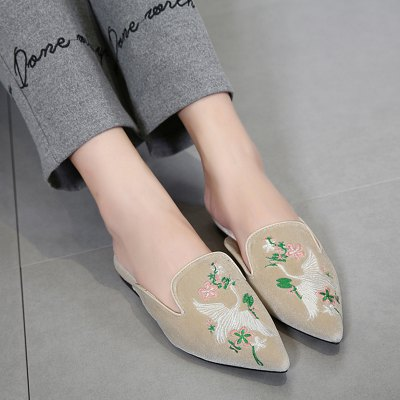 "Embroidery Pointed Toe Velvet SlippersWomens Sandals<br>Embroidery Pointed Toe Velvet Slippers<br><br>Embellishment: Embroidery<br>Gender: For Women<br>Heel Height: 2CM<br>Heel Height Range: Flat(0-0.5"")<br>Heel Type: Flat Heel<br>Package Contents: 1 x Slippers (pair)<br>Pattern Type: Floral<br>Platform Height: 1CM<br>Season: Summer<br>Shoe Width: Medium(B/M)<br>Slipper Type: Outdoor<br>Style: Elegant<br>Upper Material: Velvet<br>Weight: 1.0800kg"