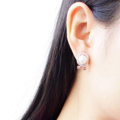 Faux Pearl Rhinestone Hollow Overlap Stud EarringsEarrings<br>Faux Pearl Rhinestone Hollow Overlap Stud Earrings<br><br>Earring Type: Stud Earrings<br>Gender: For Women<br>Back Finding: Push-back<br>Metal Type: Zinc Alloy<br>Material: Rhinestone<br>Setting Type: Tension Mount<br>Style: Romantic<br>Shape/Pattern: Geometric<br>Occasion: Anniversary<br>Size (CM): 1.50 x 1.30 x 1.10 cm / 0.59 x 0.51 x 0.43 inches<br>Product weight: 0.012 kg<br>Package weight: 0.023 kg<br>Product size (L x W x H): 1.50 x 1.30 x 1.10 cm / 0.59 x 0.51 x 0.43 inches<br>Package size (L x W x H): 5.10 x 3.70 x 2.50 cm / 2.01 x 1.46 x 0.98 inches<br>Package Contents: 1 x Pair of Stud Earrings