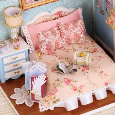 Doll House Furniture Handcraft Miniature Box Kit with Cover LED Light