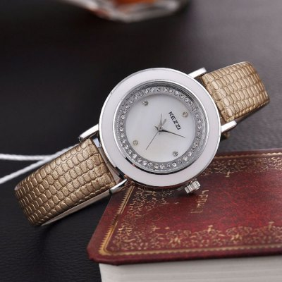 KEZZI BSL877 Female Diamond Quartz Watch with Shell FaceWomens Watches<br>KEZZI BSL877 Female Diamond Quartz Watch with Shell Face<br><br>Brand: Kezzi<br>Watches categories: Female table<br>Available color: Red,Blue,Gold,Beige,Black<br>Style: Fashion&amp;Casual<br>Movement type: Quartz watch<br>Shape of the dial: Round<br>Display type: Analog<br>Case material: Stainless Steel<br>Band material: PU<br>Clasp type: Pin buckle<br>The dial thickness: 1.0 cm / 0.39 inches<br>The dial diameter: 3.4 cm / 1.34 inches<br>The band width: 1.2 cm / 0.47 inches<br>Product weight: 0.030 kg<br>Package weight: 0.060 kg<br>Product size (L x W x H): 24.000 x 3.400 x 1.000 cm / 9.449 x 1.339 x 0.394 inches<br>Package size (L x W x H): 25.000 x 4.200 x 2.000 cm / 9.843 x 1.654 x 0.787 inches<br>Package Contents: 1 x KEZZI BSL877 Watch