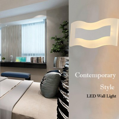 LED Wall Light with Wave Shape 12W 900LMWall Lights<br>LED Wall Light with Wave Shape 12W 900LM<br><br>Type: Wall Light<br>Shade Material: Acrylic<br>Bulb Included: Yes<br>Power Output: 12W<br>Luminous Flux: 900LM<br>LED Lifespan: 50000h<br>Input Voltage: AC 220V<br>Light Color: Natural White<br>Product weight: 1.000 kg<br>Package weight: 1.150 kg<br>Product size (L x W x H): 32.00 x 12.20 x 5.00 cm / 12.60 x 4.80 x 1.97 inches<br>Package size (L x W x H): 35.00 x 20.00 x 8.00 cm / 13.78 x 7.87 x 3.15 inches<br>Package Contents: 1 x LED Wall Light