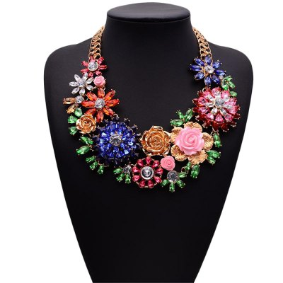WQ016 Luxury Crystal Flower Design Necklace for WomenNecklaces &amp; Pendants<br>WQ016 Luxury Crystal Flower Design Necklace for Women<br><br>Occasions: Casual,Party,Performance,Personalized Photo<br>Style: Fashion<br>Fabric: Alloy,Crystal<br>Product weight: 0.270 kg<br>Package weight: 0.300 kg<br>Product size (L x W x H): 17.00 x 5.00 x 1.00 cm / 6.69 x 1.97 x 0.39 inches<br>Package size (L x W x H): 18.00 x 6.00 x 2.00 cm / 7.09 x 2.36 x 0.79 inches<br>Package Contents: 1 x Necklace