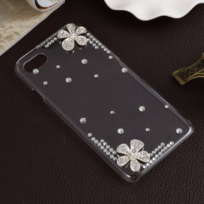 Protective Phone Case for iPhone 7iPhone Cases/Covers<br>Protective Phone Case for iPhone 7<br><br>Compatible for Apple: iPhone 7<br>Features: Anti-knock, Back Cover, Jewel Covered Cases<br>Material: PC<br>Package Contents: 1 x Case<br>Package size (L x W x H): 21.00 x 12.00 x 2.00 cm / 8.27 x 4.72 x 0.79 inches<br>Package weight: 0.057 kg<br>Product size (L x W x H): 13.80 x 7.00 x 1.00 cm / 5.43 x 2.76 x 0.39 inches<br>Product weight: 0.022 kg<br>Style: Diamond Look, Transparent
