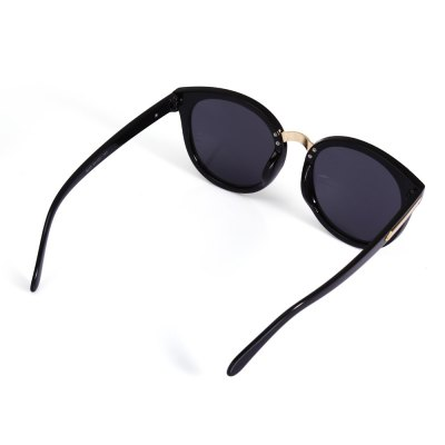 2103 UV-resistant Sunglasses with PC Lens / FrameStylish Sunglasses<br>2103 UV-resistant Sunglasses with PC Lens / Frame<br><br>Ear-stems Length: 14cm<br>Features: Anti-UV<br>Gender: Unisex<br>Lens height: 6cm<br>Lens width: 6cm<br>Nose bridge width: 2.1cm<br>Package Contents: 1 x 2103 Sunglasses, 1 x Box, 1 x Cleaning Cloth<br>Package Dimension: 15.50 x 6.00 x 5.00 cm / 6.1 x 2.36 x 1.97 inches<br>Package weight: 0.123 kg<br>Product Dimension: 14.60 x 14.00 x 6.00 cm / 5.75 x 5.51 x 2.36 inches<br>Product weight: 0.033 kg<br>Whole Length: 14.6cm