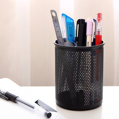 Deli Metal Pen ContainerDesk Organizers<br>Deli Metal Pen Container<br><br>Brand: Deli<br>Material: Metal<br>Product weight: 0.0800 kg<br>Package weight: 0.1200 kg<br>Product size (L x W x H): 8.00 x 8.00 x 10.00 cm / 3.15 x 3.15 x 3.94 inches<br>Package size (L x W x H): 12.00 x 8.80 x 8.80 cm / 4.72 x 3.46 x 3.46 inches<br>Package Contents: 1 x Deli Pen Holder