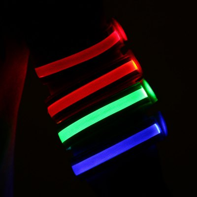 Yeshold LED Armband LightNovelty lighting<br>Yeshold LED Armband Light<br><br>Battery Type: Button battery (included)<br>Optional Color: Blue,Green,Orange,Red<br>Package Contents: 1 x Yeshold LED Armband<br>Package size (L x W x H): 26.00 x 3.50 x 3.00 cm / 10.24 x 1.38 x 1.18 inches<br>Package weight: 0.0630 kg<br>Product size (L x W x H): 36.00 x 2.50 x 1.50 cm / 14.17 x 0.98 x 0.59 inches<br>Product weight: 0.0280 kg