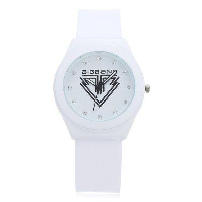 Fashion Rhinestone Scale Bigbang Logo Unisex Quartz WatchUnisex Watches<br>Fashion Rhinestone Scale Bigbang Logo Unisex Quartz Watch<br><br>People: Female table,Male table<br>Watch style: Fashion<br>Watch color: Black + Purple, White + Purple, White + Black, White<br>Shape of the dial: Round<br>Movement type: Quartz watch<br>Display type: Analog<br>Case material: Alloy<br>Band material: Silicone<br>Clasp type: Pin buckle<br>Dial size: 3.7 x 3.7 x 1 cm / 1.46 x 1.46 x 0.39 inches<br>Band size: 25.5 x 1.9 cm / 10.04 x 0.75 inches<br>Wearable length: 16.8 - 22.7 cm / 6.61 - 8.94 inches<br>Product weight: 0.042 kg<br>Package weight: 0.075 kg<br>Product size (L x W x H): 24.50 x 3.70 x 1.00 cm / 9.65 x 1.46 x 0.39 inches<br>Package size (L x W x H): 25.50 x 4.70 x 2.00 cm / 10.04 x 1.85 x 0.79 inches<br>Package Contents: 1 x Fashion Unisex Quartz Watch