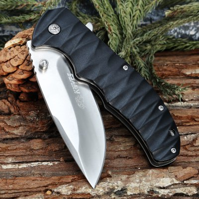 SR630A Liner Lock Folding Knife with Pocket ClipPocket Knives and Folding Knives<br>SR630A Liner Lock Folding Knife with Pocket Clip<br><br>Blade Edge Type: Fine<br>Blade Length: 9.5cm<br>Blade Length Range: 5cm-10cm<br>Blade Material: Stainless Steel<br>Blade Width : 3.3cm<br>Clip Length: 5.7cm<br>Color: Black<br>Folding Length: 13.2cm<br>For: Camping, Adventure, Home use<br>Handle Material: Aluminum Alloy<br>Lock Type: Liner Lock<br>Package Contents: 1 x SR630A Folding Knife, 1 x Pouch<br>Package size (L x W x H): 16.50 x 9.00 x 4.00 cm / 6.5 x 3.54 x 1.57 inches<br>Package weight: 0.287 kg<br>Product size (L x W x H): 23.00 x 5.00 x 1.80 cm / 9.06 x 1.97 x 0.71 inches<br>Product weight: 0.201 kg<br>Unfold Length: 23cm<br>Weight Range: 201g-500g