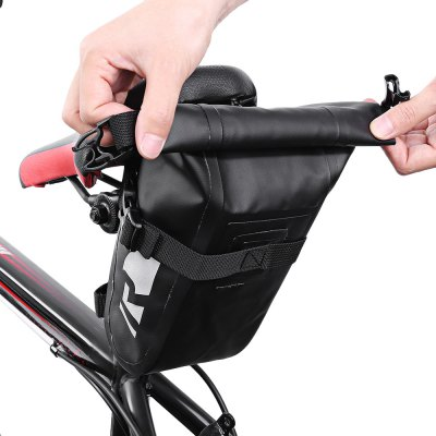 Roswheel 111363 Waterproof PVC Bicycle Saddle BagBike Bags<br>Roswheel 111363 Waterproof PVC Bicycle Saddle Bag<br><br>Brand: Roswheel<br>Emplacement: Saddle<br>For: Unisex<br>Material: PVC<br>Package Contents: 1 x Roswhweel 111363 Saddle Bag<br>Package Dimension: 20.00 x 4.00 x 10.00 cm / 7.87 x 1.57 x 3.94 inches<br>Package weight: 0.1700 kg<br>Product Dimension: 18.50 x 11.00 x 9.00 cm / 7.28 x 4.33 x 3.54 inches<br>Product weight: 0.1430 kg<br>Suitable for: Electric Bicycle, Road Bike, Mountain Bicycle