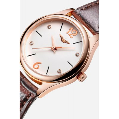 Leather Strap Rose Gold-plated Round Dial Water-resistant Women Quartz WatchWomens Watches<br>Leather Strap Rose Gold-plated Round Dial Water-resistant Women Quartz Watch<br><br>Band material: Leather<br>Band size: 22 x 1.5cm<br>Case material: Alloy<br>Clasp type: Pin buckle<br>Dial size: 2.9 x 2.9 x 0.9cm<br>Display type: Analog<br>Movement type: Quartz watch<br>Package Contents: 1 x Watch, 1 x Box<br>Package size (L x W x H): 14.90 x 9.40 x 2.80 cm / 5.87 x 3.7 x 1.1 inches<br>Package weight: 0.1300 kg<br>Product size (L x W x H): 22.00 x 2.90 x 0.90 cm / 8.66 x 1.14 x 0.35 inches<br>Product weight: 0.0260 kg<br>Shape of the dial: Round<br>Watch style: Fashion<br>Watches categories: Women<br>Water resistance : Life water resistant<br>Wearable length: 17.5 - 20cm