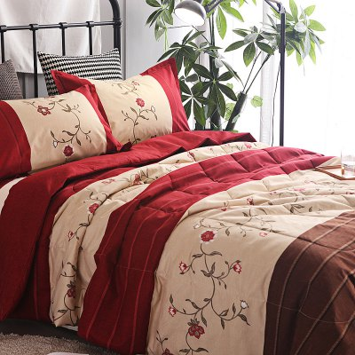 3-piece Polyester Bedding Set Red Flowers / StripesBedding Sets<br>3-piece Polyester Bedding Set Red Flowers / Stripes<br><br>Package Contents: 1 x Filled Air Conditioner Quilt for Summer, 2 x Pillowcase, 1 x Filled Air Conditioner Quilt for Summer, 2 x Pillowcase<br>Package size (L x W x H): 30.00 x 20.00 x 15.00 cm / 11.81 x 7.87 x 5.91 inches, 30.00 x 20.00 x 15.00 cm / 11.81 x 7.87 x 5.91 inches<br>Package weight: 2.4500 kg, 2.4500 kg<br>Pattern Type: Stripe, Flower<br>Product weight: 2.4000 kg<br>Style: Strip / Grid, Fresh / Rural<br>Type: Double